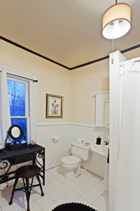 Akwaaba Mansion: Bathrooms with personality