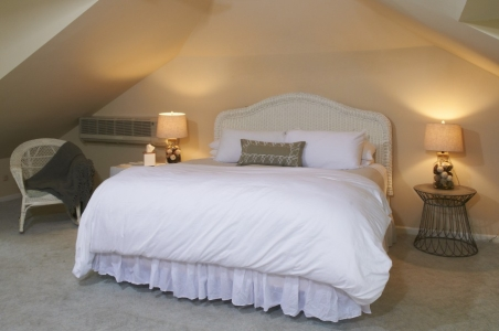 Akwaaba Buttonwood Manor: The Loft Guest Room