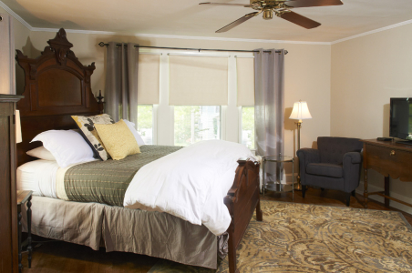 Akwaaba Buttonwood Manor: Queen Anne Guest Room