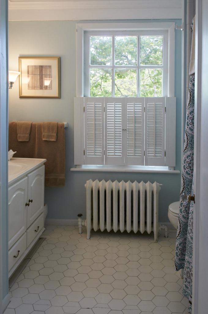 Akwaaba at Buttonwood Manor: Sophia Guest Room – Bathroom