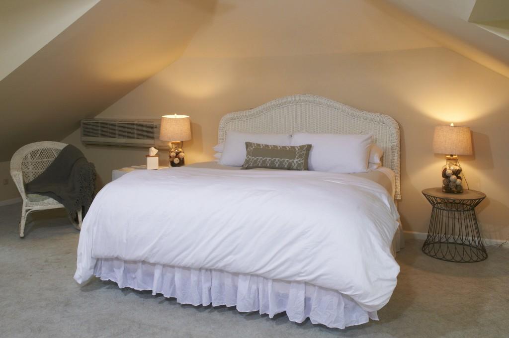Akwaaba Buttonwood Manor: The Loft Guest Room